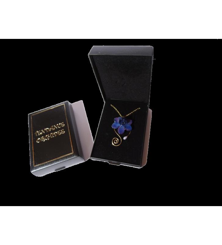 Bijou Véritable Orchidée bleue, chaîne dorée, dans son écrin de velours noir