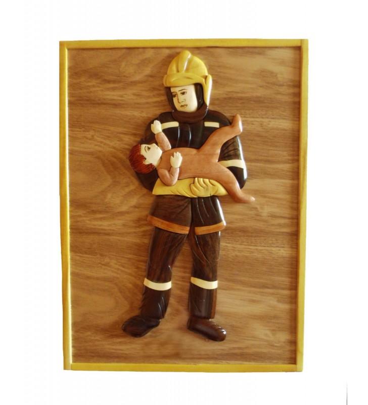 Décor mural intarsia en bois avec prénom, Pompier et enfant