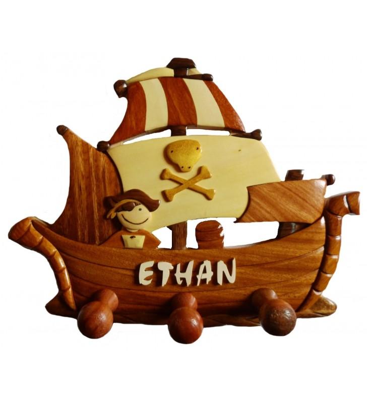 Porte-manteau enfant en bois personnalisé, Bateau Pirate