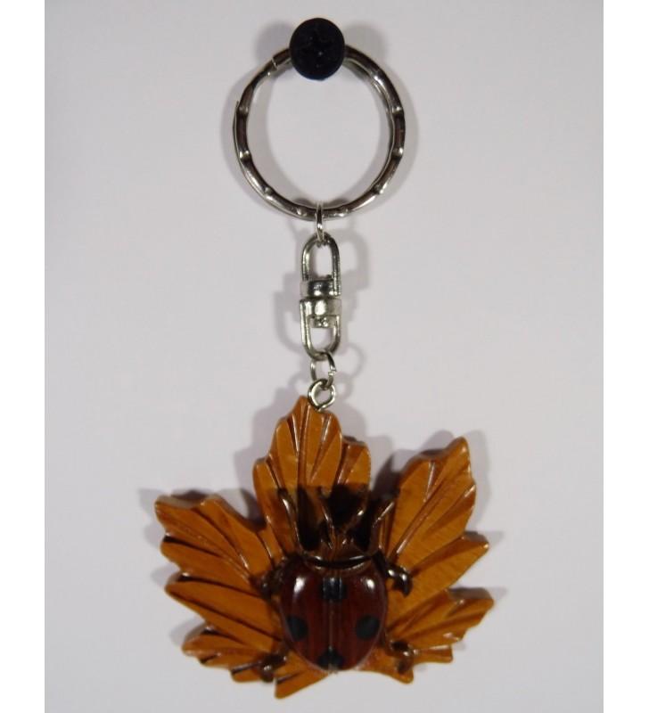 Porte-clés original en bois, décor Coccinelle sur feuille