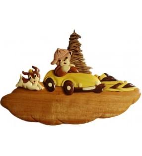 Plaque de porte prénom en bois, Ourson en voiture