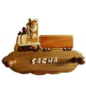 Porte-manteau enfant en bois personnalisé, Lapin conducteur de train