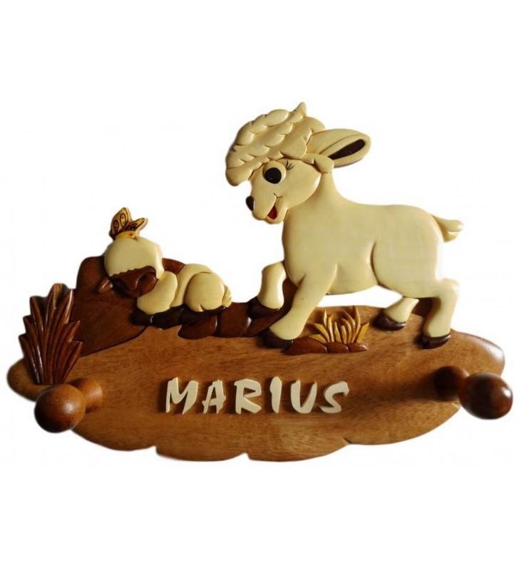 Porte-manteau enfant en bois personnalisé, Mouton et son agneau