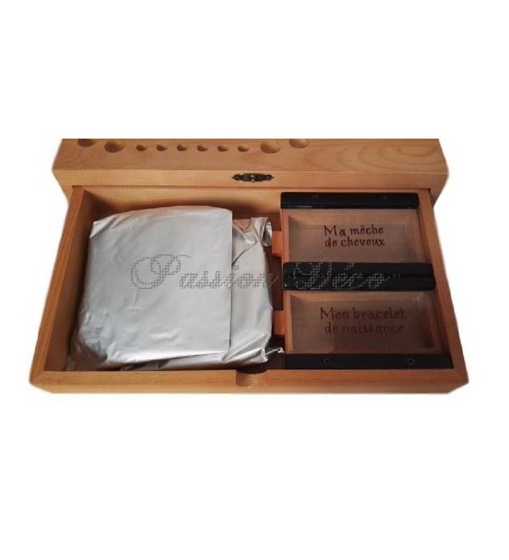 Boîte à dents de lait avec mèche de cheveux, bracelet de naissance et sacs d'argile