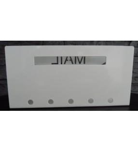 Porte-courrier moderne en métal blanc pour déco tendance