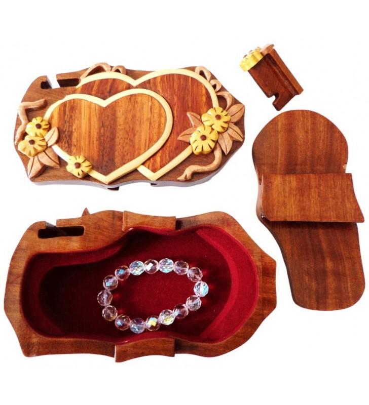 Intérieur de la boîte puzzle secrète à bijoux en bois intarsia, Coeurs