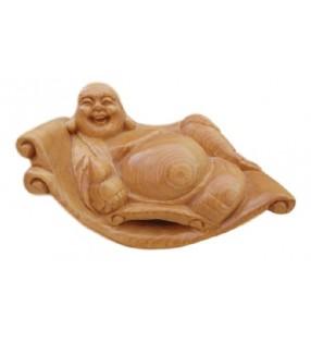 Bouddha rieur en bois, sur fauteuil