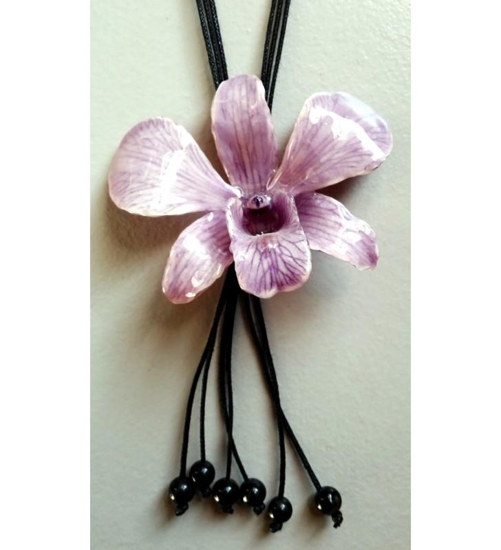 Vraie orchidée Dendrobium mauve transformée en collier fantaisie original