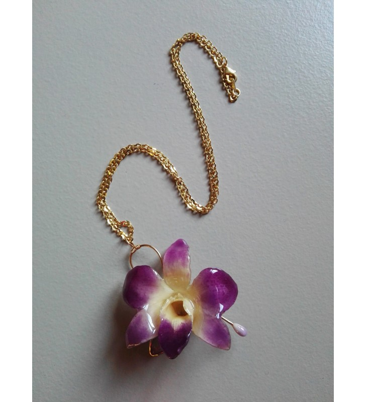 Mini orchidée dendrobium rose sur collier fantaisie doré