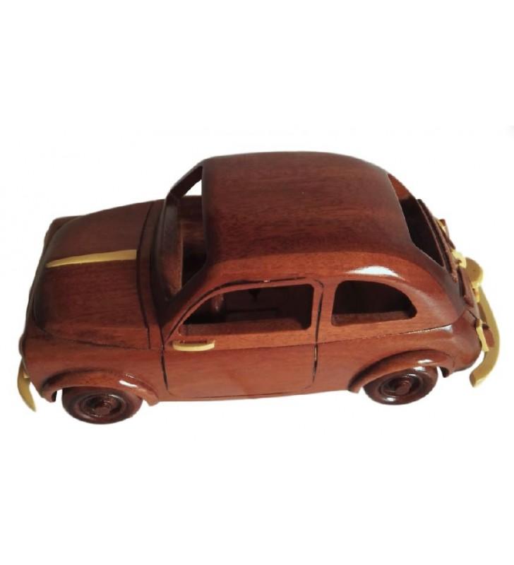 Maquette de la Fiat 500 en bois
