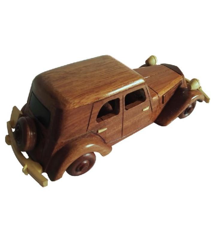 Maquette de la Citroën Traction en bois