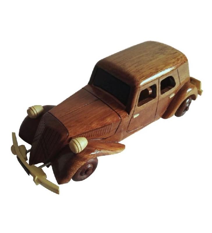 Maquette de la Traction Citroën en bois