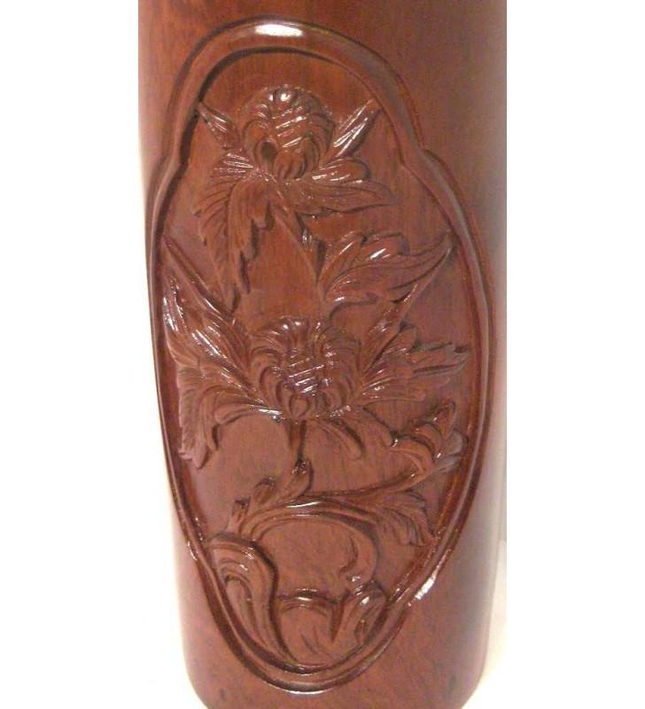 Vase en bois sculpté, motif Fleurs