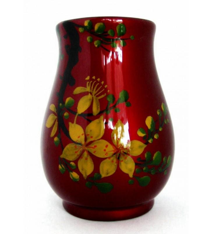 Vase boule asiatique en bois laqué, fleurs jaunes sur fond rouge