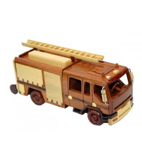 Camions et trains en bois